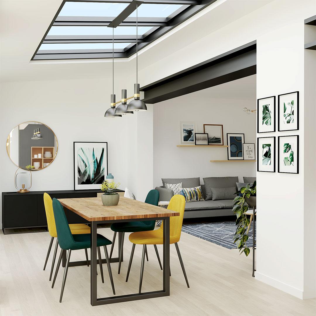 salle-a-manger-table-bois-chaises-vert-jaune-verrier-toit-maisonetvous